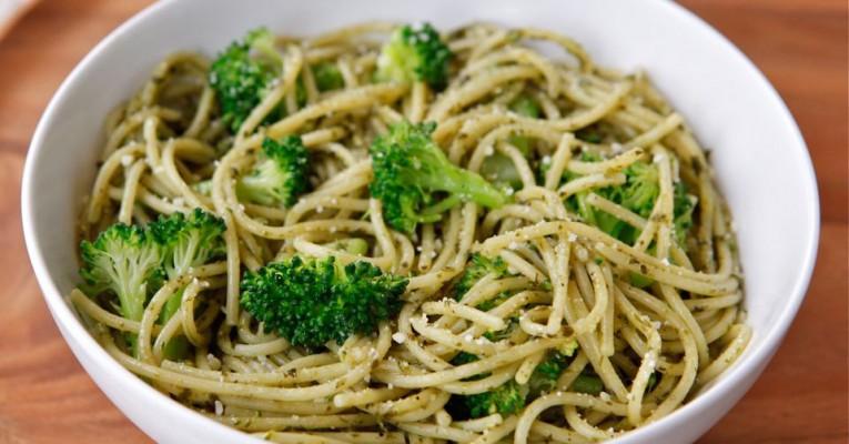 Broccoli-Pesto-Pasta-Recipe-1 (1)